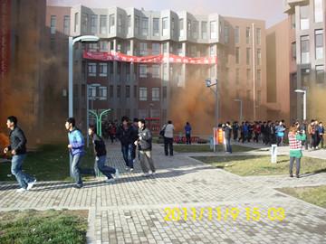 我院师生参加了内蒙古大学组织的消防演习活动